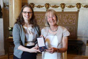 Hohe Würdigung für langjähriges ehrenamtliches Engagement: Angela Braasch-Eggert mit dem Bundesverdienstkreuz geehrt