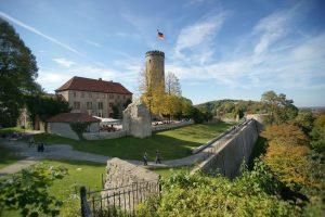 Bielefeld/Ostwestfalen-Lippe: Sparrenberg mit Sparrenburg (vor 1250), Bildquelle: Deutsche Zentrale für Tourismus e.V., Fotograf Dirk Topel, Kommunikation GmbH